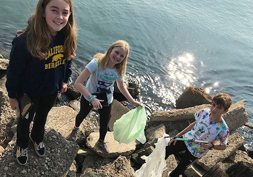SD Students Collecting Plastic Pollution